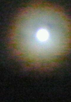 風は吹くし月はのぼるし